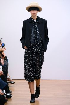 Comme des Garçons Comme des Garçons Spring 2015 Ready-to-Wear Collection - Vogue Fashion Week, Look Fashion, Fashion Beauty, Fashion Show, Fashion Outfits, Fashion Design, Net Fashion, Vogue Russia, Comme Des Garcons