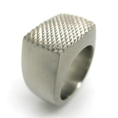 Ring from Spencer J. Gaudoin at Gallery Friends of Carlotta, contemporary jewelry Zurich, www.foc.ch