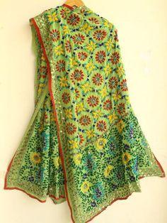 Apple-green georgette fulkari Dupatta. #phulkari #fulkari #green #Dupatta Phulkari Embroidery, Hand Embroidery, Indian Look, Indian Wear, Phulkari Suit, Boho Green, Modern Hippie, Salwar Suits, Indian Dresses
