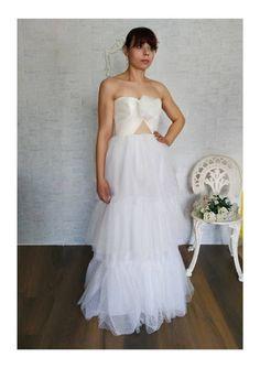 Ehi, ho trovato questa fantastica inserzione di Etsy su https://www.etsy.com/it/listing/516683583/polka-dots-wedding-dress-bridal-gown