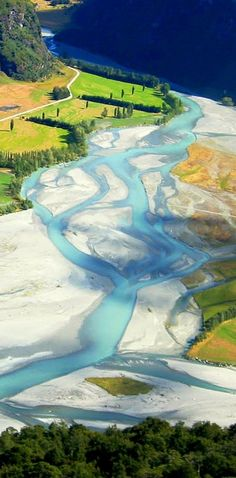 Matukituki River is a large and temperamental river that flows down a wide glacial valley - NZ