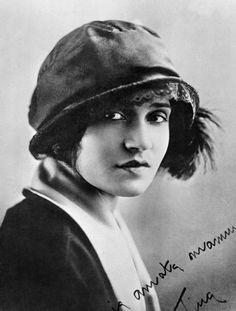 <strong>Tina Modotti a S. Francisco (USA),1920 circa</strong><br/>Anonimo<br/>Archivio Fotografico Cinemazero Images, Fondo Tina Modotti