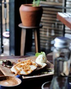 Breakfast pakai pancake kayanya udah biasa yah? Nah kali ini kami nyobain menu breakfast pancake versi Indonesia di @Doncaster.Eatery namanya Surabi.  Surabi disini disajikan pakai coconut ice cream dan gula aren enak deh ga terlalu manis. Apalagi dinikmatin sama secangkir kopi dari @WhaleAndCoBali --- Doncaster Eatery Kayu Aya Food Village Seminyak Bali --- #foodcious #Breakfastinbali #indonesianpancake #Doncastereatery #seminyakfood