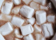 hot cocoa and marshmallows- a quite addicting and incredibly aesthetic combination {{ }} Autumn Aesthetic, Christmas Aesthetic, Aesthetic Coffee, Marshmallows, Winter Christmas, Christmas Time, Flower Yellow, Ruki Mukami, Karin Uzumaki
