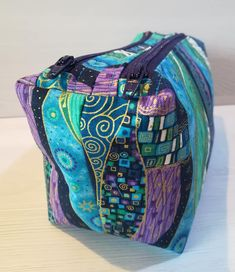 Trousse Zip-Zip bleue et violette cousue par Valérie - Patron Sacôtin