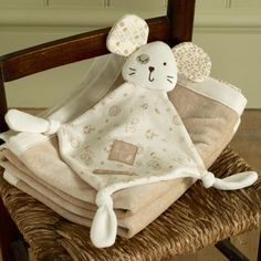Poupée Dou-Dou Mee Mee Mouse Toy en coton biologique doux et tissu en coton … Handgemachtes Baby, Baby Kind, Baby Toys, Quilt Baby, Baby Sewing Projects, Sewing For Kids, Handmade Baby, Handmade Toys, Baby Gifts To Make
