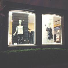 vitrine da nossa boutique à noite: av. cidade jardim, 662