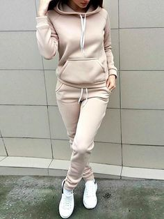 Fitness Outfits - Don't Start Working Out Without Reading These Tips - Fitness Apparel Fitness Wear Trend Fashion, Fashion Outfits, Fitness Outfits, Fitness Wear, Colorful Hoodies, Drawstring Pants, Teenager Outfits, Workout Wear, Pattern Fashion