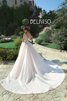 Wellcome to fashion world Belfaso. Sposa Терция и съемный шлейф - Belfaso Blue Wedding Dresses, Wedding Gowns, Types Of Gowns, Belle Dress, May Weddings, Amelia Dress, Royal Princess, Lovely Dresses, Bridal Gowns