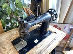This is a piece of mechanical history! It's a Singer Sewing Machine EC313993 It was manufactured on June 14 1939 just 10 weeks before WWII broke out! Wwii, June, Auction, Singer, History, Sewing, Historia, Dressmaking, World War Ii