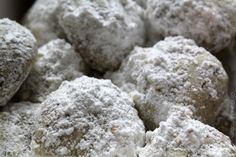 THE BEST Snowball Cookies! So festive and delicious :)