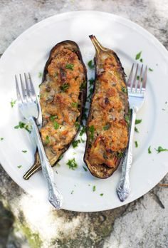 Eggplant stuffed with pork, vegetables, and spices is hearty enough for a main dish. Get the recipe from La Tartine Gourmande. Pork Recipes, Paleo Recipes, New Recipes, Dinner Recipes, Cooking Recipes, Favorite Recipes, Cookbook Recipes, Cooking Tips, I Love Food