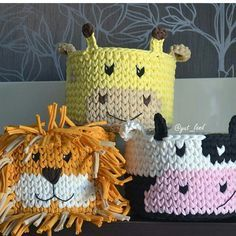 No photo description available. Crochet Bowl, Crochet Basket Pattern, Love Crochet, Crochet Yarn, Crochet Crafts, Yarn Crafts, Crochet Projects, Knitting Patterns, Crochet Patterns