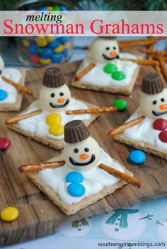 We have been having lots of fun with graham crackers around here! A couple weeks ago, I shared some fun and festive Grinch Graham Crackers that are a perfe Holiday Appetizers Christmas Parties, Christmas Food Treats, Christmas Desserts Easy, Kid Desserts, Winter Desserts, Christmas Goodies, Simple Christmas, Holiday Treats, Christmas Baking
