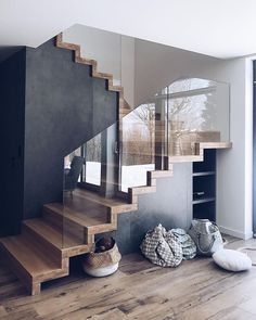 I dare to say that the toy armageddon is finally over - Entwurf Ich wage zu sagen, dass das Spielzeug-Armageddon endlich vorbei ist Modern Staircase, Interior Staircase, Design Of Staircase, Staircase Contemporary, Floating Staircase, Contemporary Homes, House Stairs, Living Room With Stairs, Luxury Houses