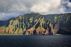 Nā Pali Coast State Park, Hawaii | 29 Surreal Places In America You Need To Visit Before You Die