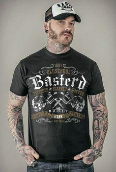 """Classica T-Shirt nera """"Oldschool"""" del brand #Badly con stampa sul davanti in stile old-school con scritta Basterd."""