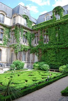 Carnavalet Museum Garden in Le Marais, Paris