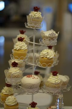 Cupcakes Palma de Mallorca Chocolate, Mini Cupcakes, Desserts, Food, Birthday Cake, Candy Stations, Food Recipes, Postres, Majorca