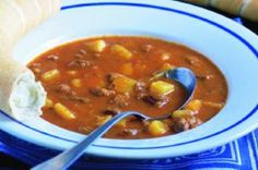 Czech Recipes, Ethnic Recipes, Goulash Soup, Soups And Stews, Thai Red Curry, Ham, Chili, Yummy Food, Food And Drink