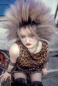Ich habe meine Haare so getragen, als sie lila waren ! Alternative Outfits, Alternative Fashion, Alternative Style, 80s Goth, 80s Punk, 80s Fashion, Gothic Fashion, Lolita Fashion, Fashion Boots