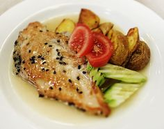 Denné menu Vranov   Grilované kuracie prsia obalené v sezame, pečený zemiak v šupke - reštaurácia Hotel Patriot*** #hotel #restaurant