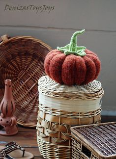 Items similar to Big Pumpkin. PDF knitting pattern (knitted in the round). Country home on Etsy Halloween Knitting Patterns, Knitting Patterns Free, Knitting Projects, Knitting Toys, Knitting Stiches, Halloween Crafts, Halloween Decorations, Biggest Pumpkin, How To Make Pumpkin