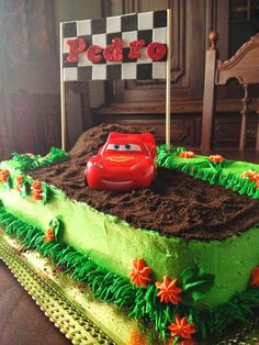 lightning mcqueen cake Lightning Mcqueen Party, Lightning Mcqueen Birthday Cake, Cars Birthday Parties, 4th Birthday, Birthday Wishes, Cake Decorating Piping, Splash Party, Cake Makers, Hot Wheels