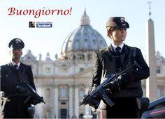 Donna carabiniere piazza San Pietro
