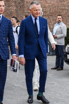 Learn to live in Style. Suits You Sir, Blue Costumes, Most Stylish Men, Suit And Tie, Mens Clothing Styles, Cool Suits, Mens Suits, Suit Jacket, Street Style