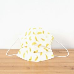 Smile of the banana is very cute! ※This is sold only in Pinkoi store.  TEMARIYA masks are all hand made with soft, skin-friendly double cotton gauze. ...