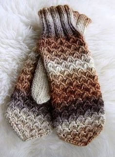Ohje mallineuleeseen: knitting pattern for these mitts Fingerless Mittens, Knit Mittens, Knitted Gloves, Knitting Socks, Loom Knitting, Knitting Stitches, Knitting Patterns Free, Free Knitting, Free Pattern