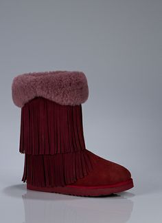 I've been in love with Koolaburra shoes lately, and these berry toned boots are amazing! They looks sooo cozy and cute.