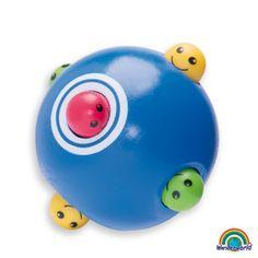 Peek a boo ball - Un juguete emocionante para el juego interactivo entre los padres y el bebé. Rodando constantemente va cambiando de forma, se estimula al bebé a seguirlo con la vista, también a gatear, mejorar las habilidades motoras y el tono muscular y para entender sobre la permanencia del objeto. Haz click en el siguiente enlace para ver más información: http://www.andreutoys.com/?busq1=12&id=606&Pag=1