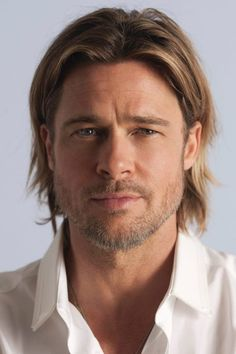 Brad Pitt Is the New Face of Chanel No. 5 Brad Pitt Is the New Face of Chanel No. 5 He is so Hot I would buy Chanel just because he is advertising it Cabelo Do Brad Pitt, Brad Pitt Style, Brad And Angelina, Glamour Uk, Sarah Michelle Gellar, Hommes Sexy, Christina Aguilera, Mariah Carey, Jennifer Aniston