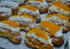 É um dos mais delicados bolos de pastelaria fina, Aprenda a fazê-los em casa – 2 dl de água – 2 dl de leite – 100 g de manteiga – 250 g de farinha – 80 g de açúcar – 6 ovos – 2 dl de natas – manteiga, aroma de baunilha, fios de ovos …