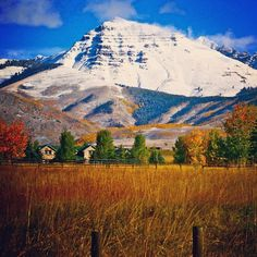 #fall in the #mountains is so pitcuresque! Teocalli Mountain stands tall above the valley. #CrestedButte photo:Chris Segal