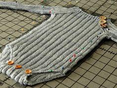 hip little onesie (free pattern here:(http://fragariabergin.com/oppskrifter/benjamins-voksebody/benjamins-growing-onesie-all-sizes/)