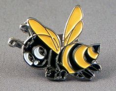 How cute is this little bee pin!