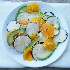 salade-radis-noir-orange-avocat-1 Yule, Vinaigrette, Veggie Recipes, Healthy Recipes, Healthy Food, Salty Foods, Jus D'orange, Food Obsession, Savoury Dishes