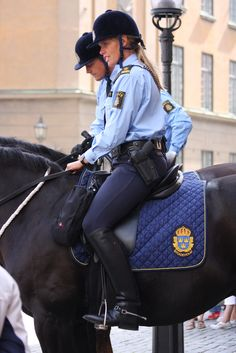 Police 210 - famke janssen - Women in Uniform Female Cop, Female Soldier, Equestrian Chic, Equestrian Outfits, Police Uniforms, Girls Uniforms, Horse Riding Clothes, Riding Boots, Idf Women