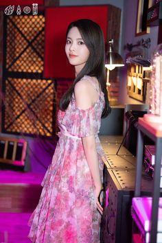 Beautiful Chinese Women, Beautiful Asian Girls, Red Velvet, Ulzzang, Cute Girls, Formal Dresses, Fandom, Fashion, Korean Idols