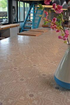 Werkblad keuken gemaakt van handgemaakt Portugese cement tegels van Castelo  - #keukenblad #tegels #interieur