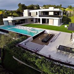 Modern architecture house design with minimalist style and luxury exterior and interior and using the perfect lighting style is inspiration for villas mansions penthouses Luxury Modern Homes, Luxury Homes Dream Houses, Modern Mansion, Dream Home Design, Modern House Design, Dream House Exterior, Villa Design, Modern Architecture House, Exterior Design