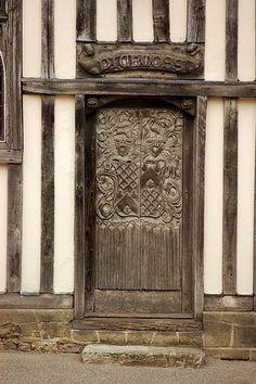 Medieval doorway - Puertas y ventanas. Cool Doors, The Doors, Unique Doors, Entrance Doors, Doorway, Windows And Doors, Grand Entrance, Portal, Knobs And Knockers