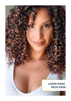¿Buscas inspiración para un nuevo look? en ArteMásBelleza somos expertos en luces para pelo . Conoce más de nuestros servicios de salón de belleza en nuestro sitio web. #SalóndeBelleza #LucesparaPelo2020 #ArteMásBelleza #LucesparaPeloCastaño #SalóndeBellezaEdoMex Corte Shag, Peinados Pin Up, Coconut Oil For Skin, Oils For Skin, Chicago, Men's, Hair Coloring, Short Hairstyles, Haircuts
