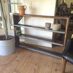 Hylde / reol med stål kanter. Handmade by B.Michelsen Mål 112x78x14 #hylde#reol#bordbukke#nordiskdesign#vintage#vintagemøbler#interiør#boliginteriør#genbrug#møbler#genbrugsmøbler#antik#landstil#fransklandstil#nordisklandstil#antik#loppefund#genbrugsmaterialer#handcrafted#furniture#gamleting#ideer#handmade#brocante#fransklivsstil#tilsalg#sælges#sommer#garden#have#yttilnyt by rawnordicdesign