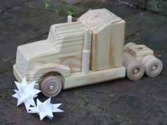Road Train Wooden Toy Truck por MyFathersHandsLLC en Etsy