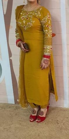 Party Wear Indian Dresses, Indian Fashion Dresses, Dress Indian Style, Patiala Suit Designs, Kurti Designs Party Wear, Saree Blouse Designs, Punjabi Suits Designer Boutique, Indian Designer Suits, Embroidery Suits Punjabi