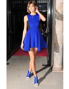 Karlie Kloss, bleu Yves Klein